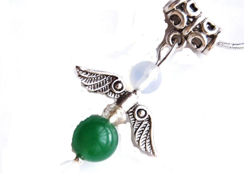 Crisoprasa, amuletos y joyas verde manzana